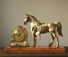 161204bbcut-horseandclock