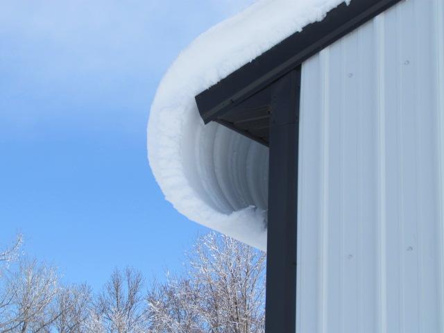 161227bbcut-snowonroof