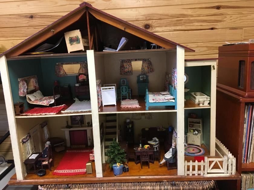171207bbcut-dollhouse1