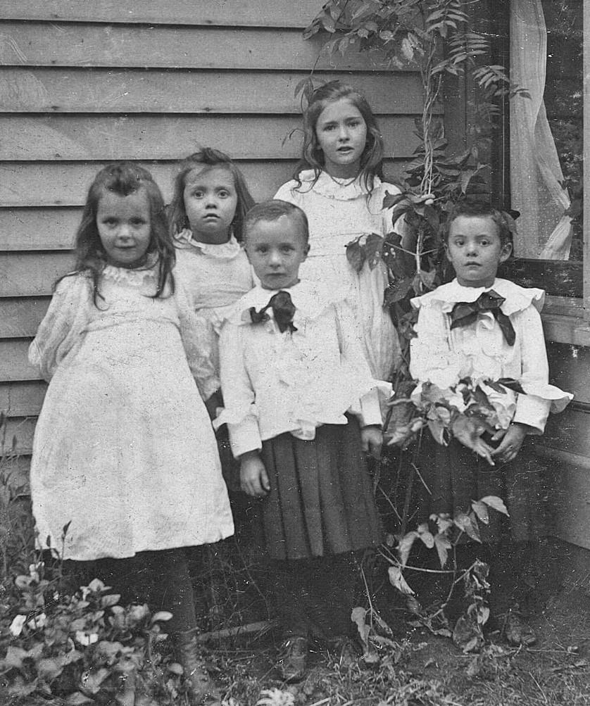 180313bbcut-familypicture