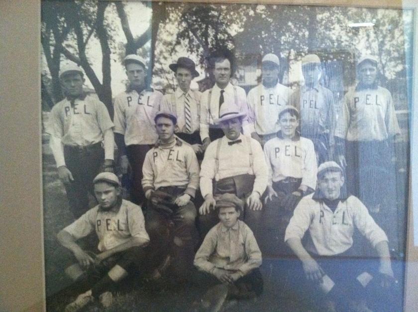 180501bbcut-baseballteam