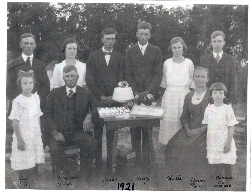1921 family w:o smiles