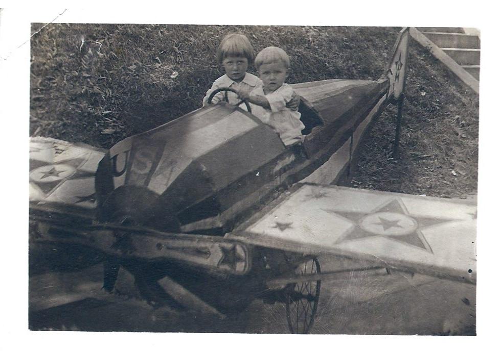 kids in plane, 1921